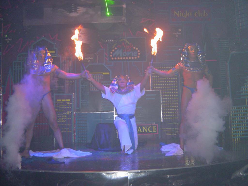 Тарзан шоу а получили секс шоу
